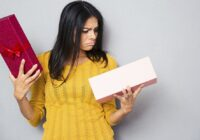 Ko iesākt ar nejēdzīgu dāvanu? Sievietes labprāt atdāvina, vīrieši – mēģina pārdot