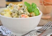 Zaļo zirnīšu un kartupeļu salāti – varēsiet paņemt līdzi uz darbu