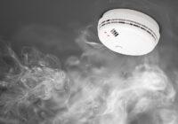 Iedzīvotāji nesteidz nodrošināties ar dūmu detektoriem mājoklī, lai gan vajadzētu