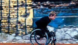 Ratiņkrēsla elektromotora iegādei Aleksandram vēl nepieciešami 1715 EUR