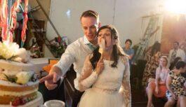 """Fotogrāfs speciāli uzņēma neglītas bildes, lai parādītu kāzu patieso """"burvību"""""""