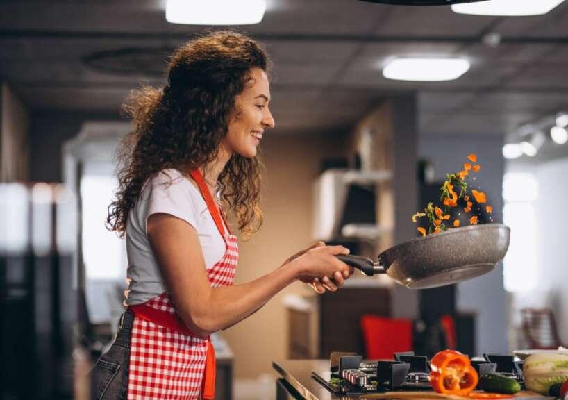 Gatavošana/ sieviete/ ēdiens
