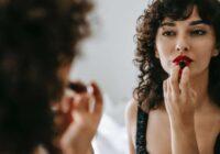8 lietas, kas liek tev izskatīties vecākai: ceturtajā punktā sievietes kļūdās visbiežāk